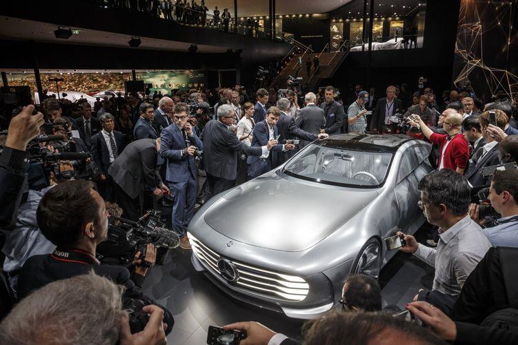 Mercedes-Benz全新IAA Concept概念車,馬上成為媒體鏡頭捕捉的焦點。(業者提供)