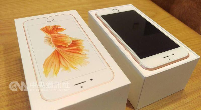 iPhone 6s可能會意外關機,蘋果對此正式表態,將提供符合資格者用戶至蘋果授權商免費更換電池。(中央社檔案照片)