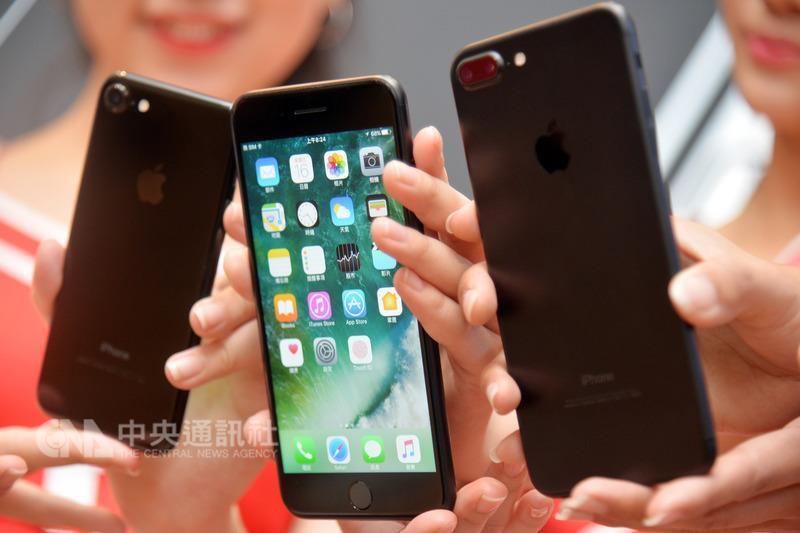 (美購物旺季黑色星期五iPhone 7買氣低迷。圖/中央社。)
