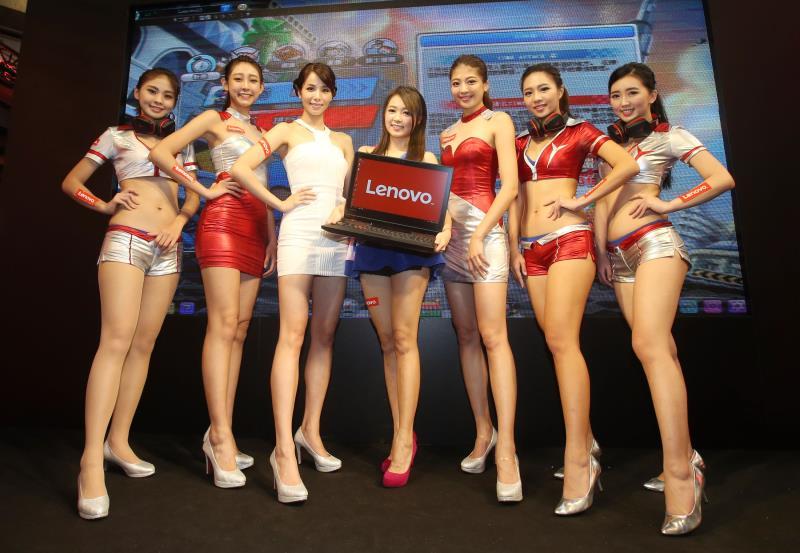 台北資訊展中Lenovo展出全新的二合一平板電腦Yoga Book 圖/張新偉攝