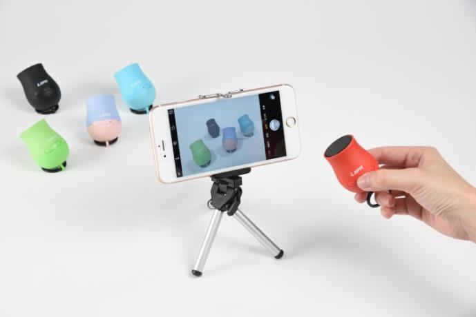 LEPA利豹鈦金Q砲(Q-Boom)是喇叭也是相機自拍器。