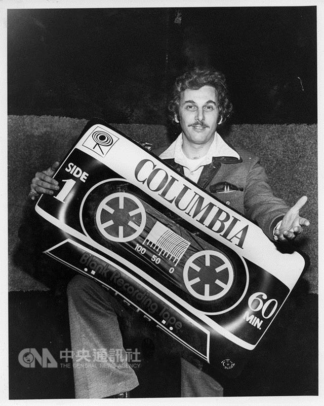 美國消費性電子展(CES)本屆邁入50週年,主辦單位 在官網建置老照片區,回顧50年人類科技發展歷程。圖 為1968年展出的卡式錄音帶,當時可是轟動全場的新發 明。 (摘自CES官網) 中央社記者曹宇帆洛杉磯傳真