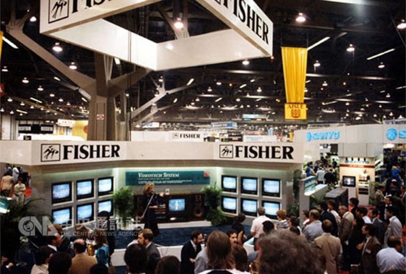 美國消費性電子展(CES)本屆邁入50週年,主辦單位 在官網建置老照片區,回顧50年人類科技發展歷程。 1986年開始,CES參展商打造電視牆替自家產品造勢, 蔚為風潮。 (摘自CES官網) 中央社記者曹宇帆洛杉磯傳真