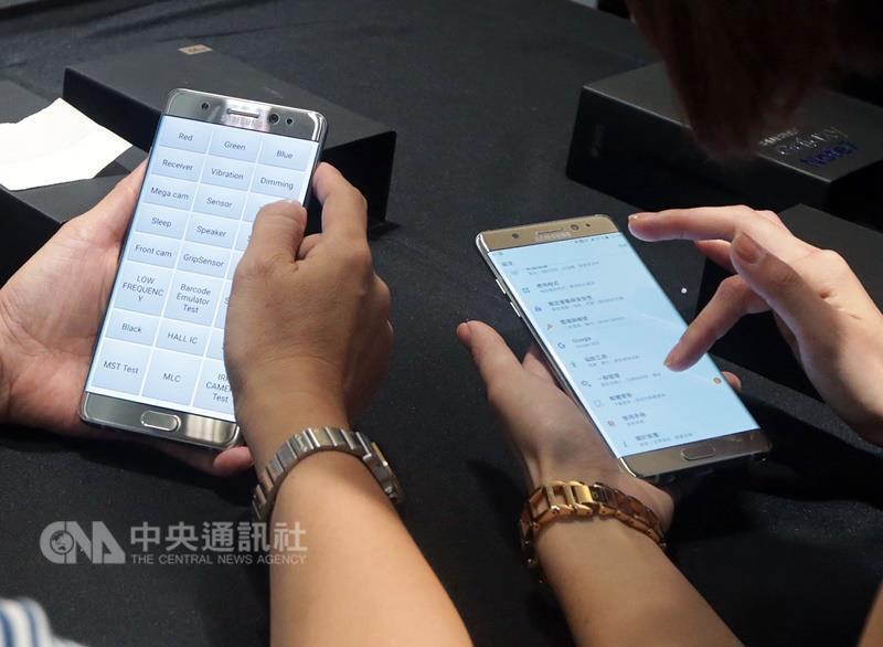 南韓三星電子23日表示,旗下旗艦智慧型手機Galaxy Note 7起火主因在於電池瑕疵。(中央社檔案照片)