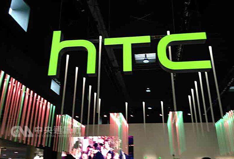 宏達電玻璃機殼旗艦HTC U Ultra台灣首賣後,7日起全球陸續啟動鋪貨;宏達電董事長王雪紅將領軍親征MWC,並派員參與北美遊戲開發者大會(GDC),為新機、VR再添柴火。(中央社檔案照片)