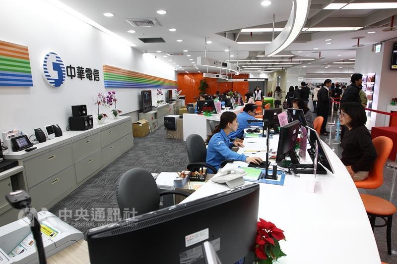 中華電信HiNet公告海纜障礙,造成HiNet客戶連線歐美和日本網站的速度變慢;中華電信表示,已盡力搶船期盡速在5月間修復。(中央社檔案照片)