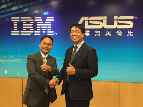 華碩與台灣IBM於18日宣布雲端策略結盟計畫,透過IBM 雲端服務暨Watson認知運算技術,結合華碩雲端的數據 平台資源,預計今年第4季在台推出照護機器人服務 HealthBot。 中央社記者吳家豪攝 106年5月18日