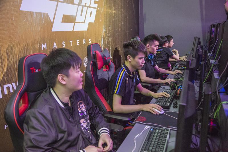 剛獲得2017馬尼拉大師賽亞軍的中國頂級戰隊 Newbee 。