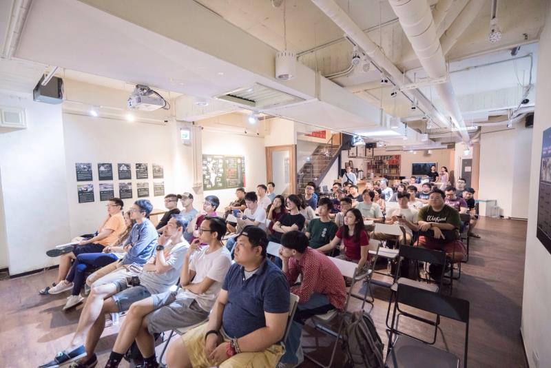 超過40位攝影愛好者親臨現場聆聽美書APP迷人之處。