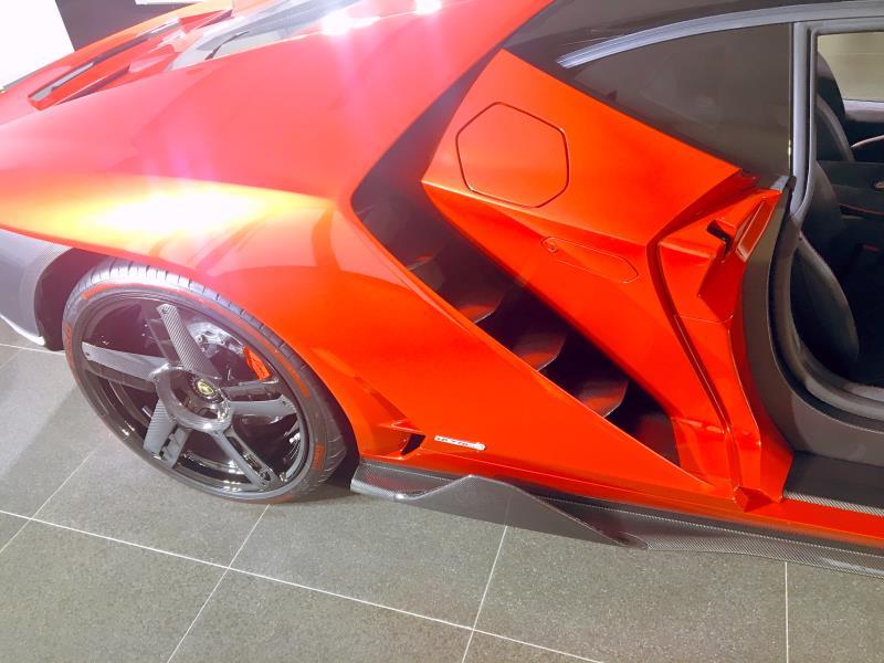 Lamborghini的設計師與工程師必須跨越一般量產車限制,以創新的目光,達成無法比擬的成就。