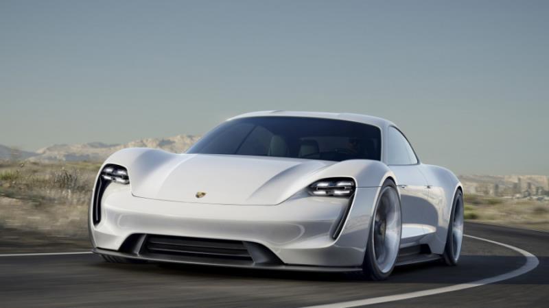 捕獲Porsche Mission E量產版本偽裝實車