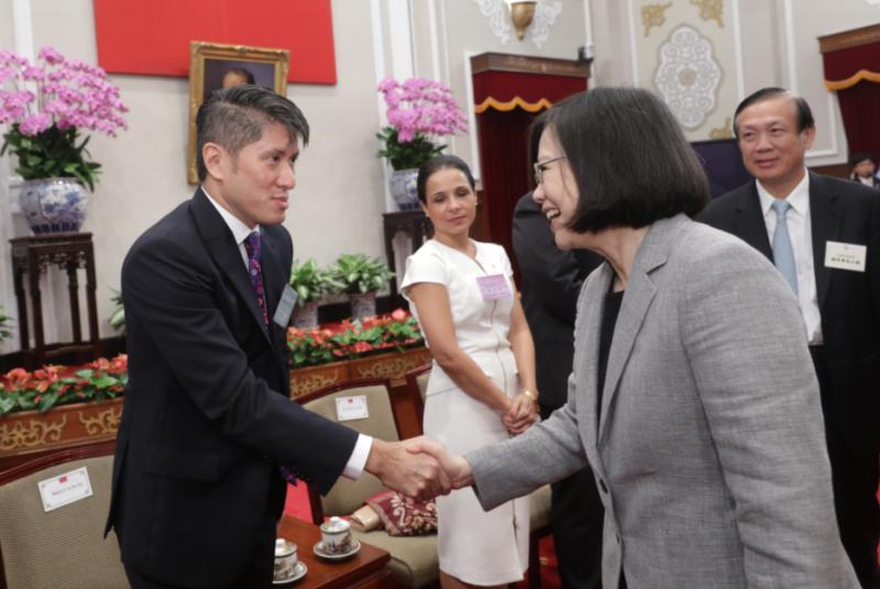 森那美起亞汽車總裁史貴能以優良外商領導人身份獲中華民國蔡英文總統接見,晤談台灣及亞洲新興市場發展。