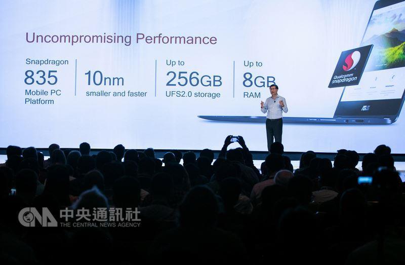 電腦大廠華碩6日宣布攜手高通,推出全球首款Gigabit LTE筆電ASUS NovaGo下載速度超過家用Wi-Fi,使用者只要10秒鐘就能下載一部2小時長的電影,並可提供長達22小時的電池續航力,使用者隨時開機就能連網。(華碩提供)中央社記者吳家豪傳真 106年12月6日