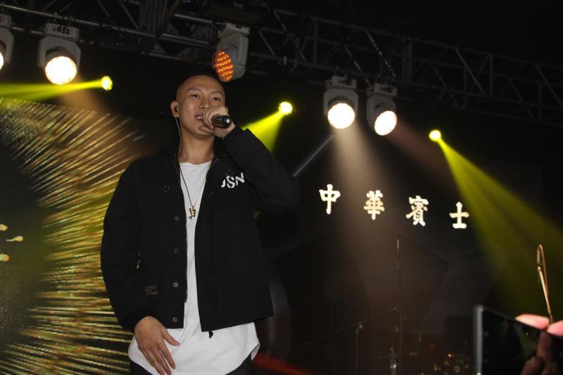 知名嘻哈天團頑童Mj116也在派對現場演唱多首膾炙人口的歌曲。