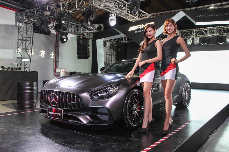現場展出包括國內僅有四部的Mercedes-AMG GTC 50 edition,也在派對現場當場成交。