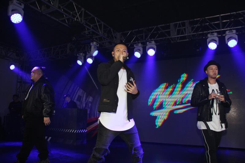 知名嘻哈天團頑童Mj116在中華賓士的派對上登台演出。