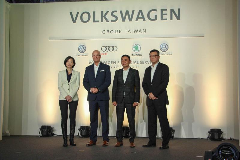 台灣奧迪福斯集團在總裁蔣泰瑞(左二)的帶領下,在2017年繳出成長16%的成績。