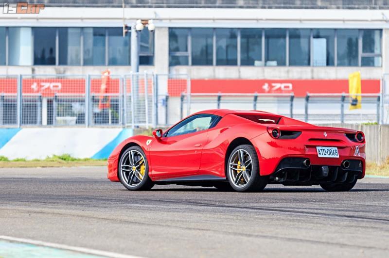 Esperienza Ferrari  488 GTB賽道性能體驗