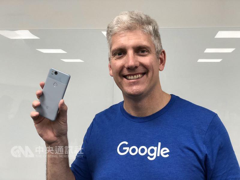 Google硬體資深副總裁歐斯特羅(Rick Osterloh)31日受訪證實,Pixel系列智慧型手機將來台上市,目前正進行驗證及審核,預計還需要數個月,具體上市時間仍在規劃中。中央社記者吳家豪攝 107年1月31日