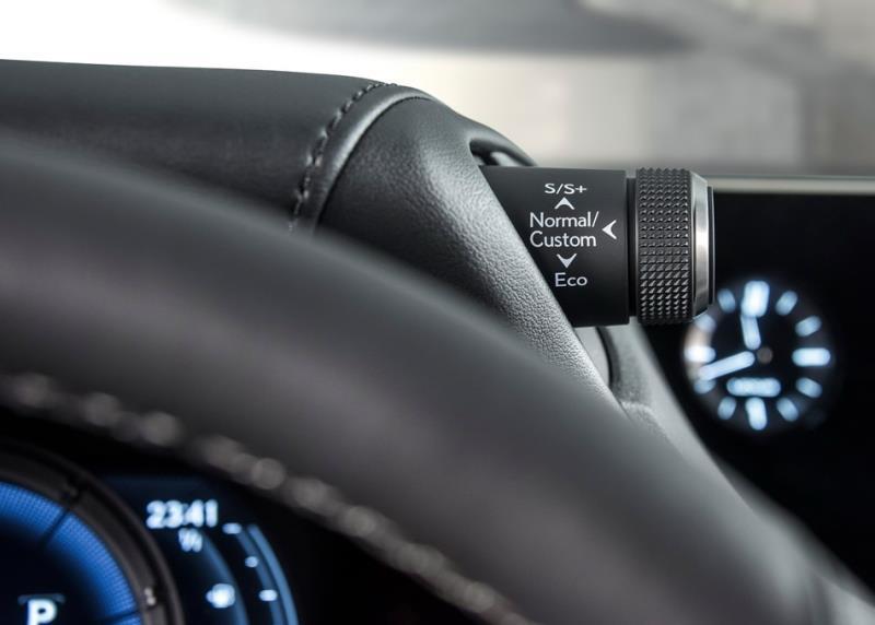 Lexus ES海外正式亮相 加入運動化技能