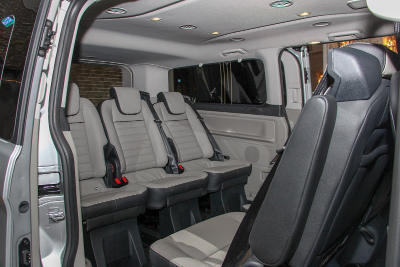 Tourneo Custom旅行家座椅配置為2+3+3,總計可提供32種不同的變化。