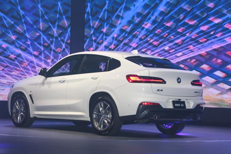 首波導入台灣的X4一共有四個車型,包括了M40i、30i M Sport、30i運動版以及20i運動版。