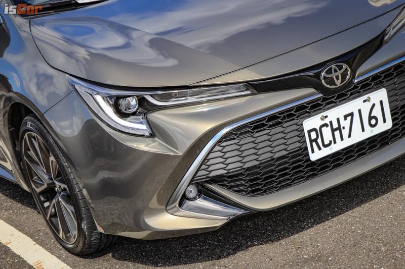 輕食系運動掀背,Toyota Auris 旗艦版
