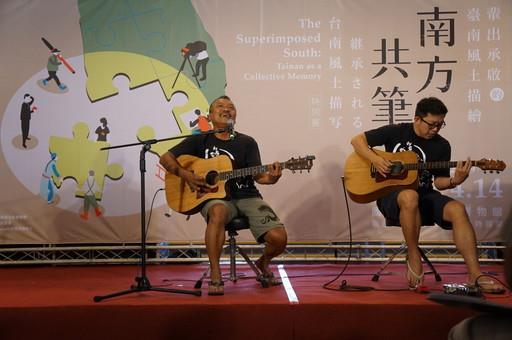 金曲歌王同時也是臺南人的謝銘祐在南方共筆特展現場演唱新歌「舀肥」