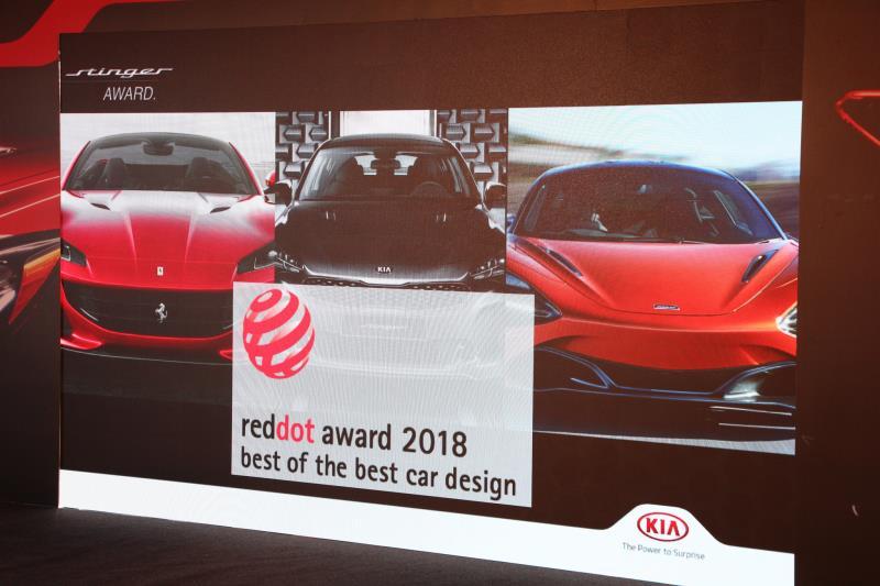 KIA Stinger與Ferrari、McLaren一同獲得Best of Best Car Design的大獎。