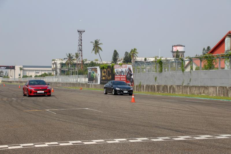 直線加速的關卡,由Stinger和BMW 640i捉對廝殺,兩者的成績不相上下。