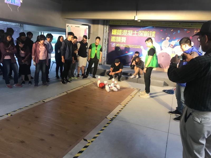 慶祝土木日,台灣混凝土學會於台灣大學土木所大樓舉辦「混凝土保齡球」邀請賽。