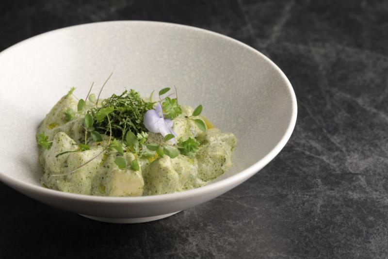 馬鈴薯麵疙瘩佐瑞科塔起司, 西洋菜薄荷青醬。