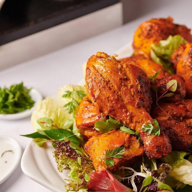 米其林官方26日率先公布榮獲「必比登推介」的美食餐廳,有12家新上榜。圖為士林區番紅花印度美饌餐廳料理。(圖取自facebook.com/saffrontw)