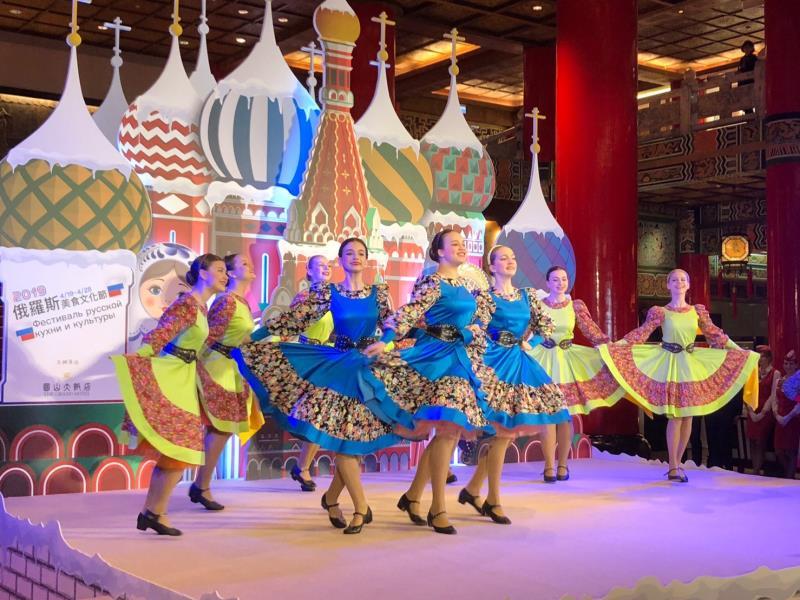 俄羅斯國家級的Russian Mosaic舞團以俄羅斯傳統節慶舞蹈,為活動揭開序幕。