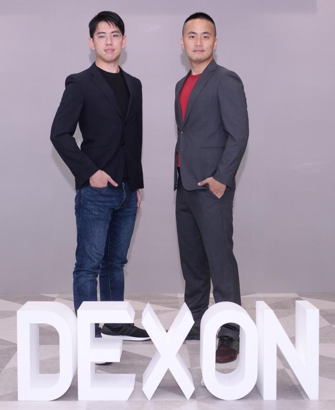 DEXON 基金會共同創辦人暨技術長黃偉寧(左)、DEXON 基金會技術副總裁李玄。