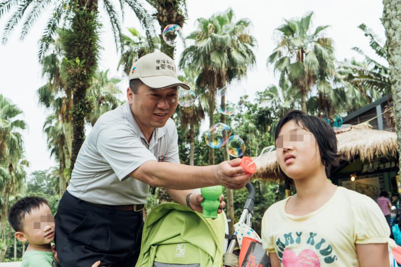 台灣大車隊的愛心司機經常主動參與公益活動 陪伴弱勢兒童