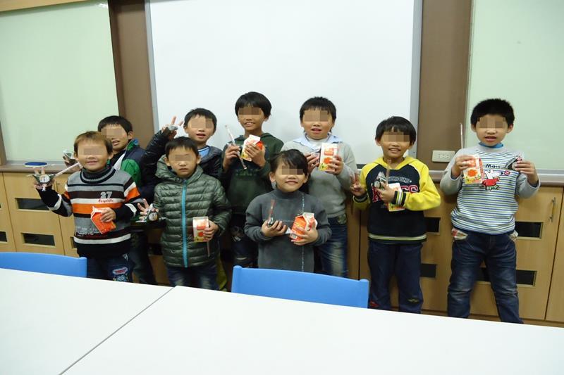 收到愛心早餐的孩子們紛紛展露笑顏