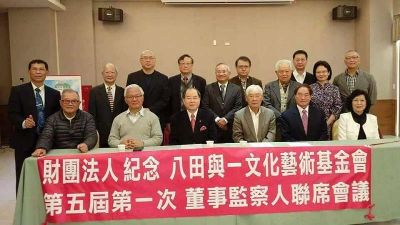 邱秋林(前左三)上任後,帶領基金會成員群策群力推廣會務。