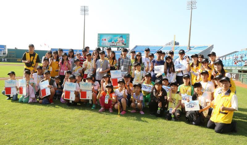 永瑞頒獎典禮邀請獲獎學生於棒球場巡禮,一睹球場不為人知的魅力風采.