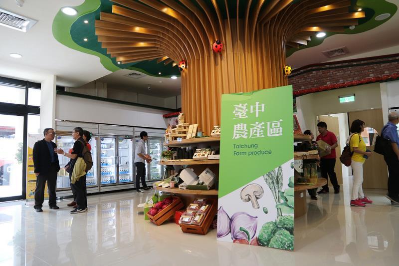 實習商店的'裝飾,以自然生態永續發展為題,期盼能將生態保育的理念,與所有消費者一同發想。