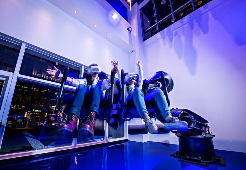 「D/S ONE電幻1號所」位於一樓展區的全台首座KUKA×VR全感體驗機器人。