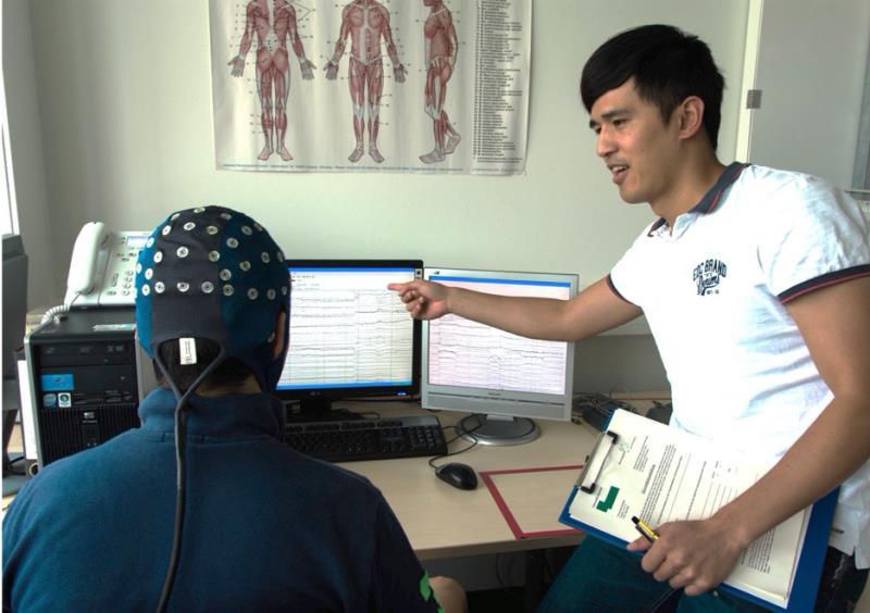 實驗者引導受試者控制腦波。