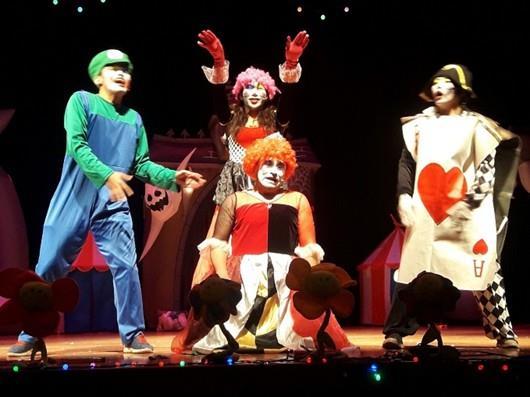 小丑默劇團《紅心皇后和他的魔法師學徒們》