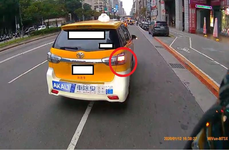 新北市交通局提醒駕駛人 : 方向燈「打好打滿」 避免受罰及事故