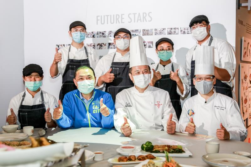 台北亞都麗緻飯店米其林一星楊光宗主廚帶領醒吾科技大學餐旅系同學,用新北在地食材,設計開發創意料理。
