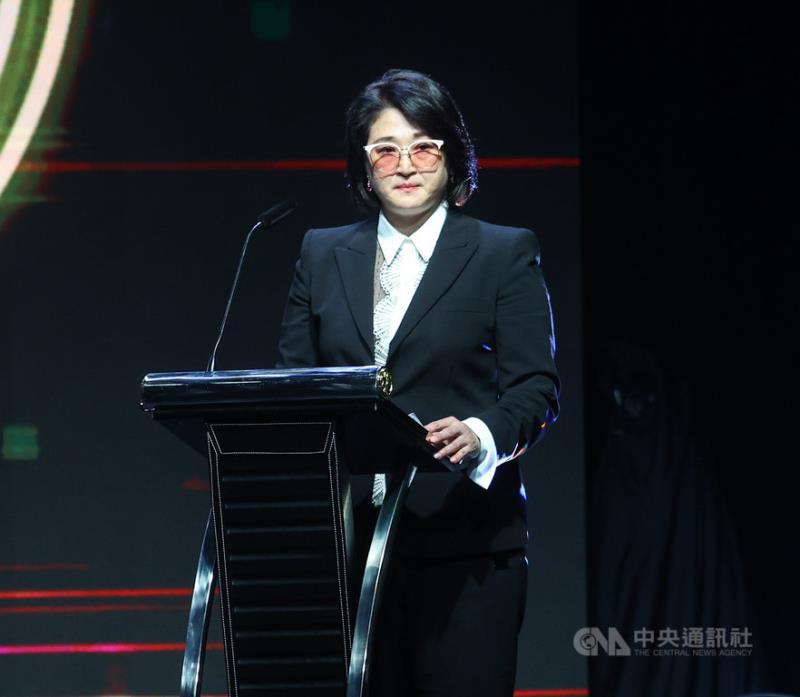 嚴陳莉蓮出席鴻海科技日 宣布鴻華電動車計畫
