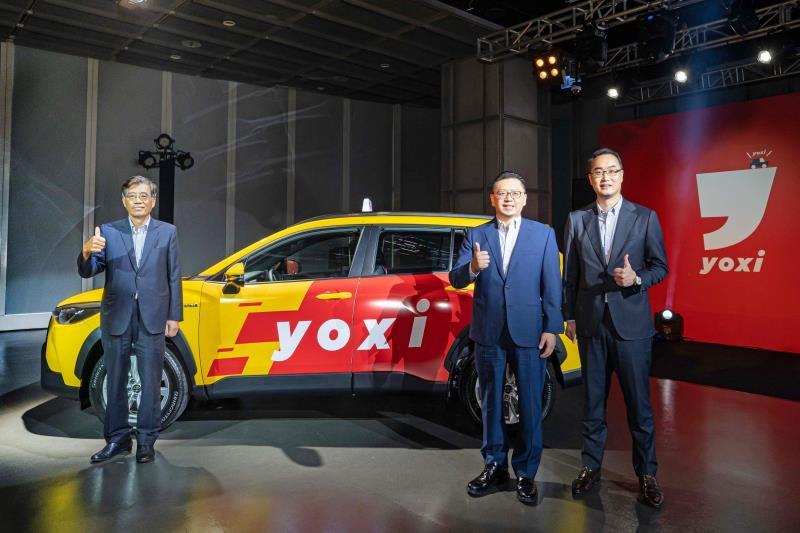 (左起)和泰汽車黃南光董事長、蘇純興總經理、吳品璁本部長,出席yoxi 乘車派遣服務上線記者會。
