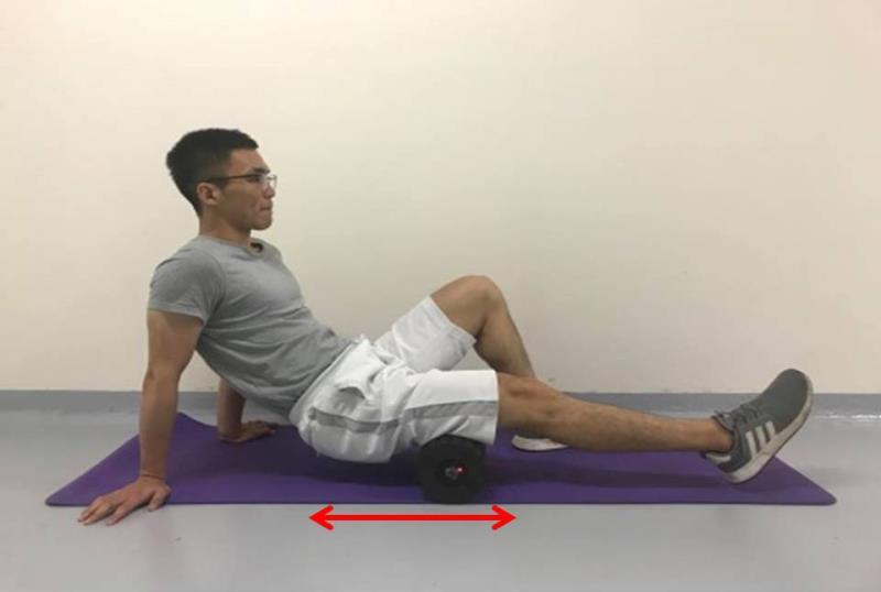震動泡棉滾筒操作於大腿後側方法