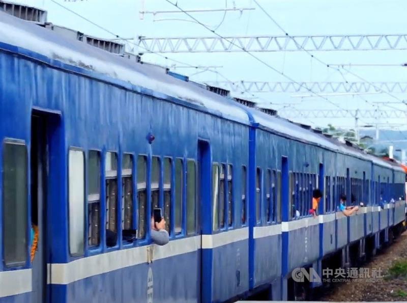 尋訪消失的車站 藍皮解憂火車退休前最後巡禮[影]