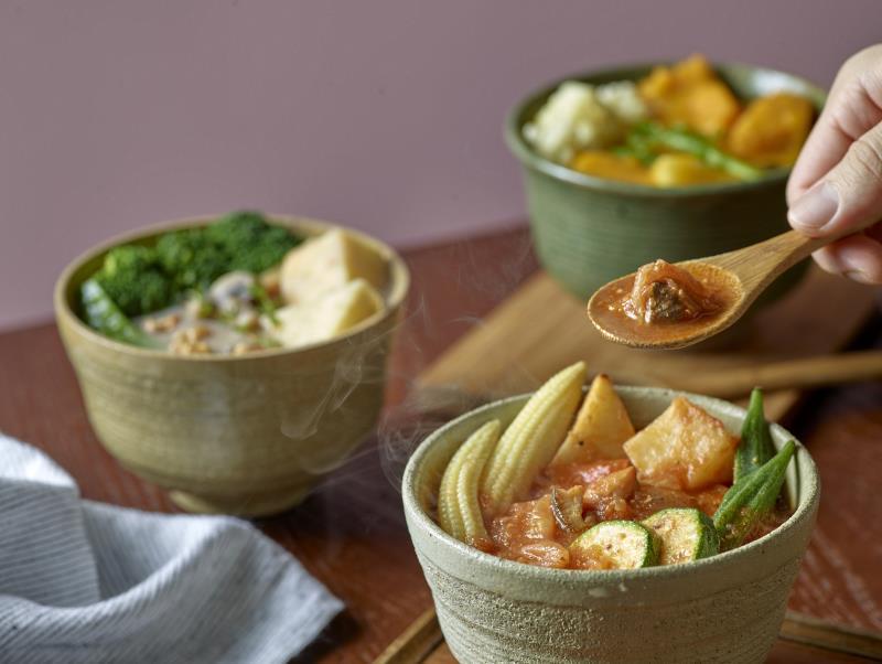 好丘與湯品專門店「家溫度」合作,推出三款新品「堅果馬鈴薯濃湯、蜂蜜南瓜濃湯、番茄碎豬肉湯」暖心又暖胃.(圖/好丘提供)